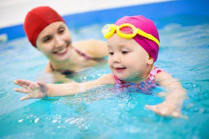 Piscine avec bébé: jouer..noyer...!